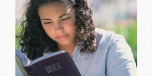 teen-girl-reads-the-bible-590x295